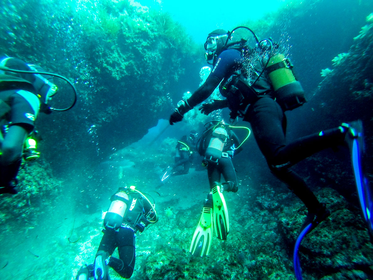 bucear-en-las-profundidades-del-Mar-una-experiencia-fantastica